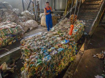 Зміївська фабрика робить папір з відходів