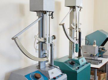 Зміївська паперова фабрика проводить лабораторні дослідження